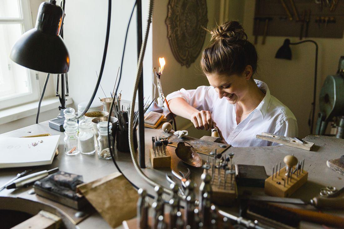 Schmuckdesign Antonia Koch, Schloss Walpersdorf, Businessportrait, Hochzeitsfotos Dorelies Hofer, Wien, Niederösterrreich,
